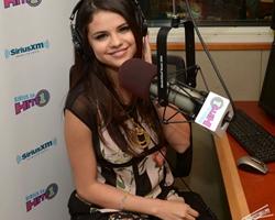 Selena-Gomez-at-SiriusXM-Radio-Station--30