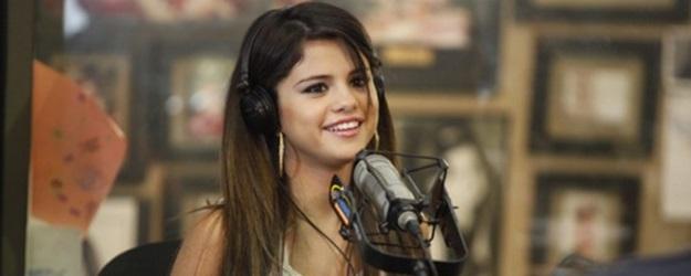 Selena Gomez Visiting Kidd Kraddick Radio Station-05-560x373