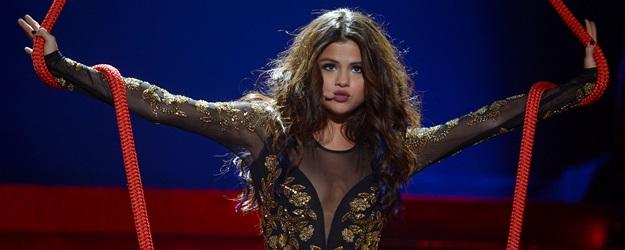 Zvláštní obrázky z Selena Gomez Stars Dance Tour