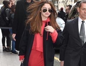 Selena Gomez is seen arriving in paris for paris fashion week